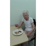 clínica dia para idosos com médicos